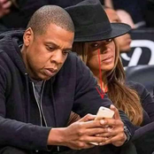See funny photos of anxious ladies spying on their partner's phone.