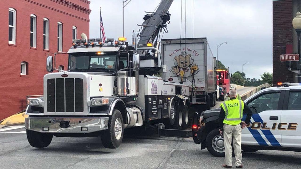 UPDATE: 18-wheeler cleared from Blackwater Bridge guard rail