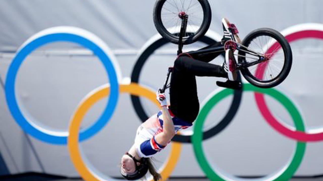 Charlotte Worthington pulls off historic move to win BMX freestyle gold