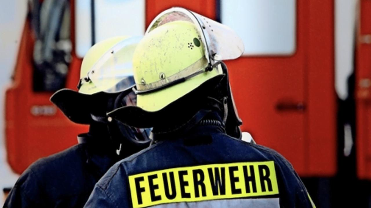 Mit E-Rollern durchs Feuer: Feuerwehreinsatz nach Action-Videodreh
