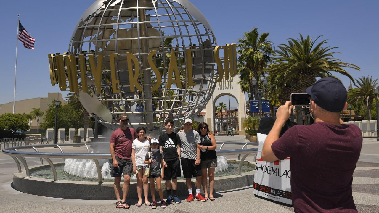 Universal Studios to offer dining, shopping access to park