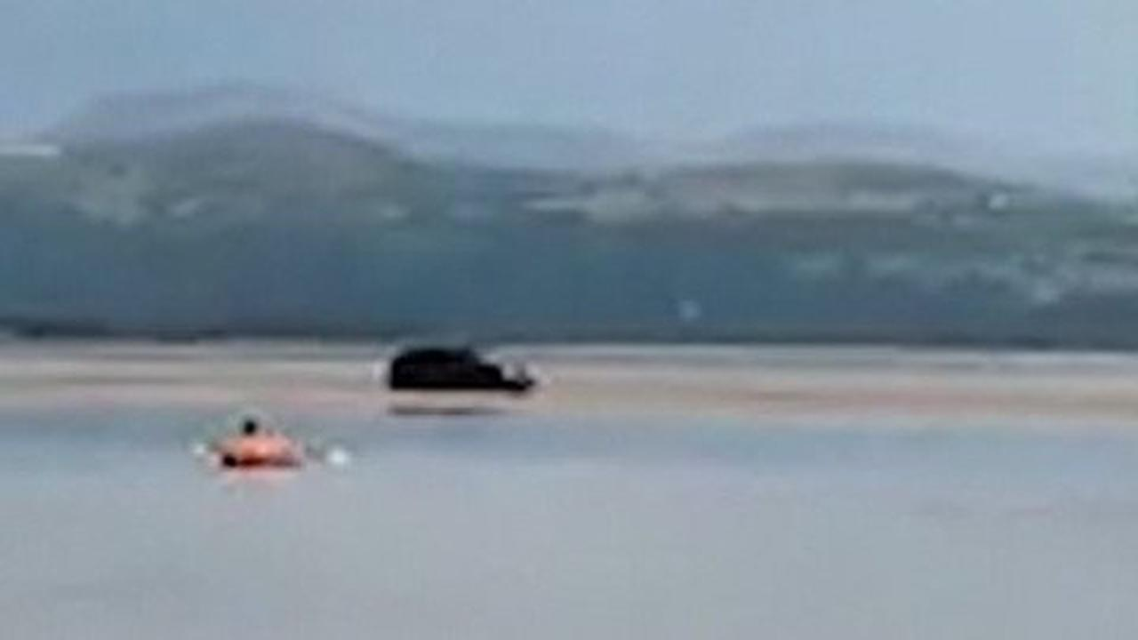 Driver's 4x4 sinks into sea after he 'ignored warnings' to park elsewhere