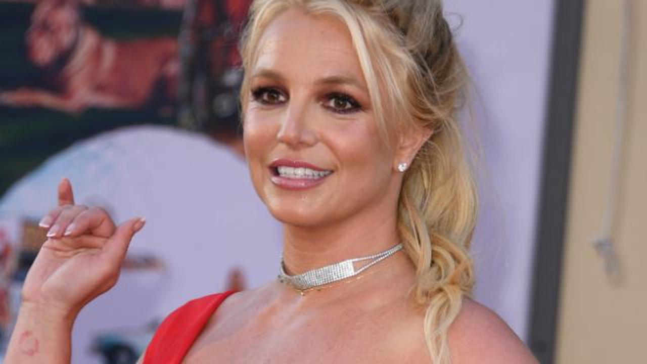 Britney Spears thanks her 'amazing fans' for support during 'a challenging year'