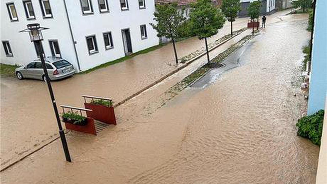 Sturzflut Der Kampf gegen das Hochwasser beginnt