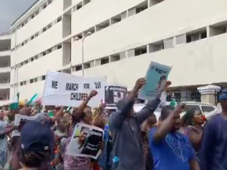 BREAKING: Fresh EndSars Protest Breaks Out In Yaba, Following Police Lawsuit To Stop Probe (Video)