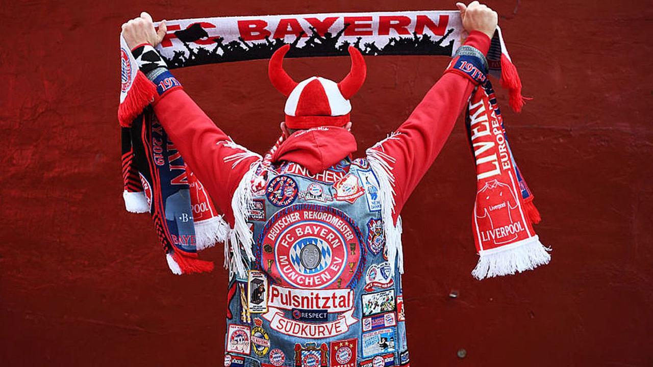 Fans des FC Bayern sind über neuen ÖPNV-Ticketpreis empört – das steckt dahinter