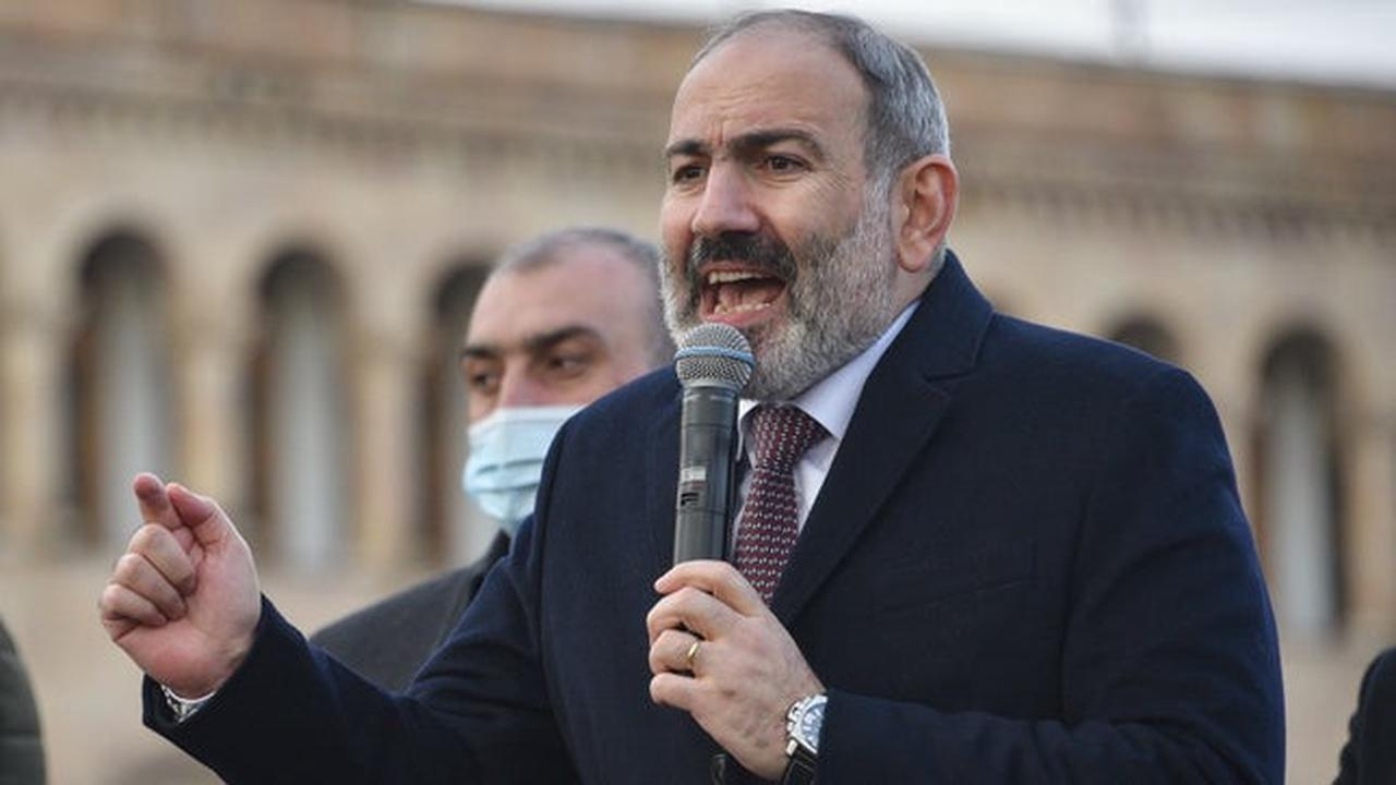 Armenian army demands prime minister resign