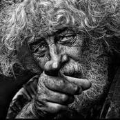 قصة.. وصف أهل القرية العجوز بالمجنون ولكن عندما مات انكسر كعب حذائه فوجد الابن شيئا لم يكن في الحسبان