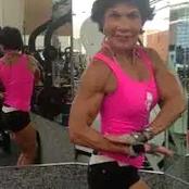Cette femme de 74 ans est beaucoup trop forte pour son âge, découvrez pourquoi (PHOTOS)