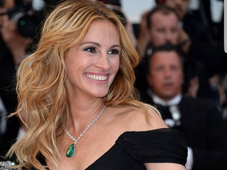 See the celebrity who insured her SMILE, for the sum of $30 million dollars.