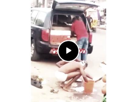 Video: Suspected Yahoo Boys Beaten Up For Taking Their Bath Openly In The Market In Lagos