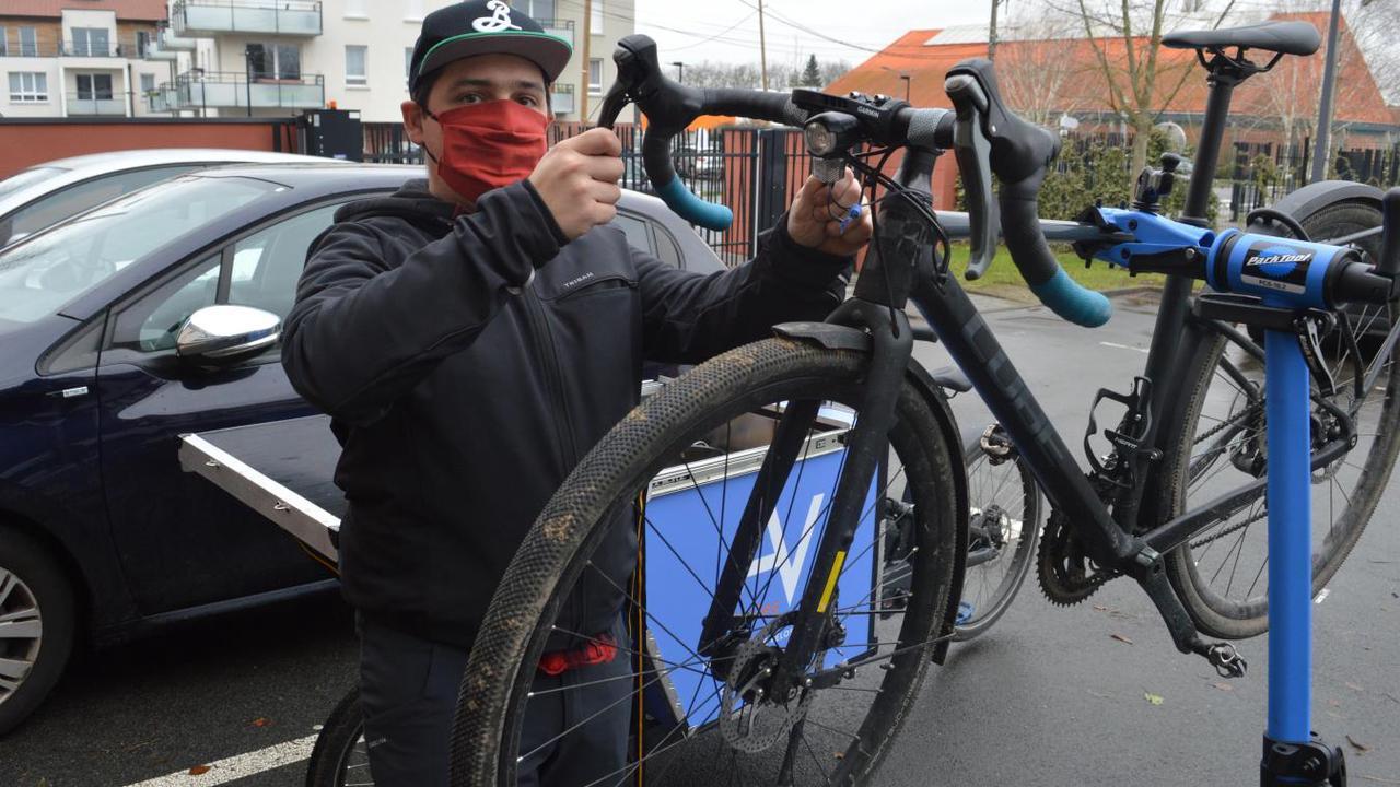 Métropole lilloise : Arnaud Villemont, un cycliste à la rescousse des cyclistes en galère