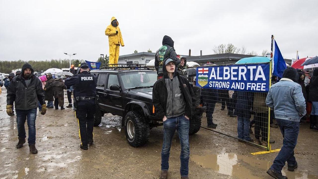 Manifestation contre le confinement en Alberta : la GRC distribue des contraventions