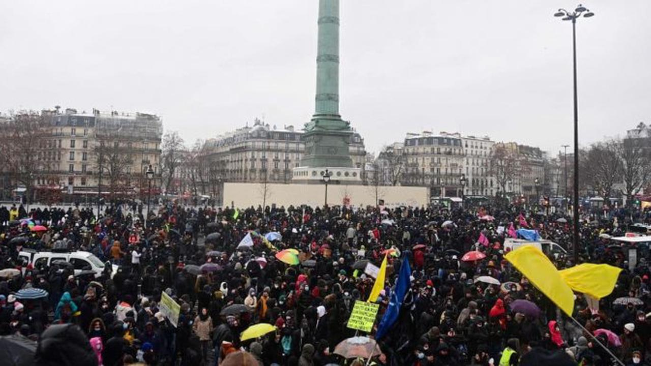 Tens of thousands of demonstrators again gathered against the 'global security' law in France