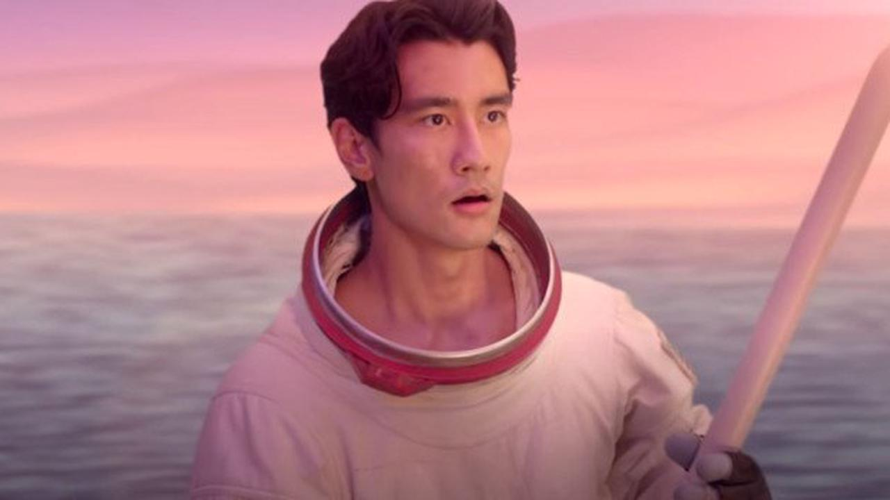Who is Alex Landi, the actor from Doja Cat's video for Kiss Me ...