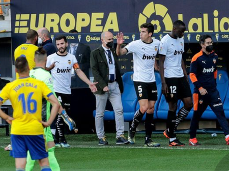 Confusion As Valencia Players Walk Out Of The Pitch When The Match Is Still On