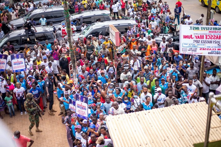 """4b0f0a0204825a631ac102a7d41e4b28?quality=uhq&resize=720 - """"Sign Of Victory"""": Mammoth Crowd Storm Angel FM Premises With A Gift To Akufo-Addo (Photos)"""