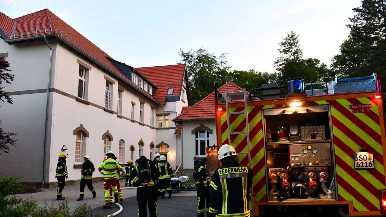 Brand in Patientenzimmer in LWL-Klinik: Feuerwehr rettet schwerverletzten Bewohner