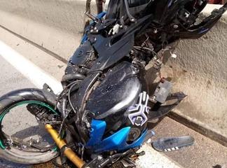 Dangereux accident sur le pont Hkb, un passager roule en sens inverse et frôle la mort !