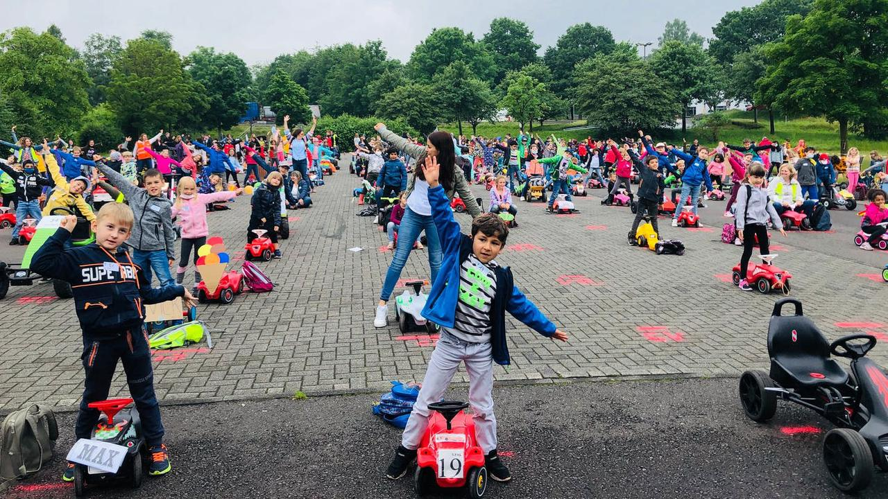 Weltrekord-Lesung auf Bobby Cars in Morbach