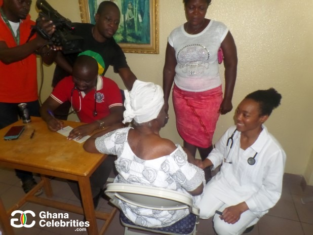 4ce396a149366341ede5e655ee560091?quality=uhq&resize=720 - Aside Being An MP, Have A Look At Zanetor Rawlings As A Medical Doctor Treating People (Photos)