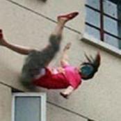 قصة… ألقت بنفسها من النافذة بعدما حدث هذا الأمر بإبنها الرضيع… لن تصدق ماذا حدث