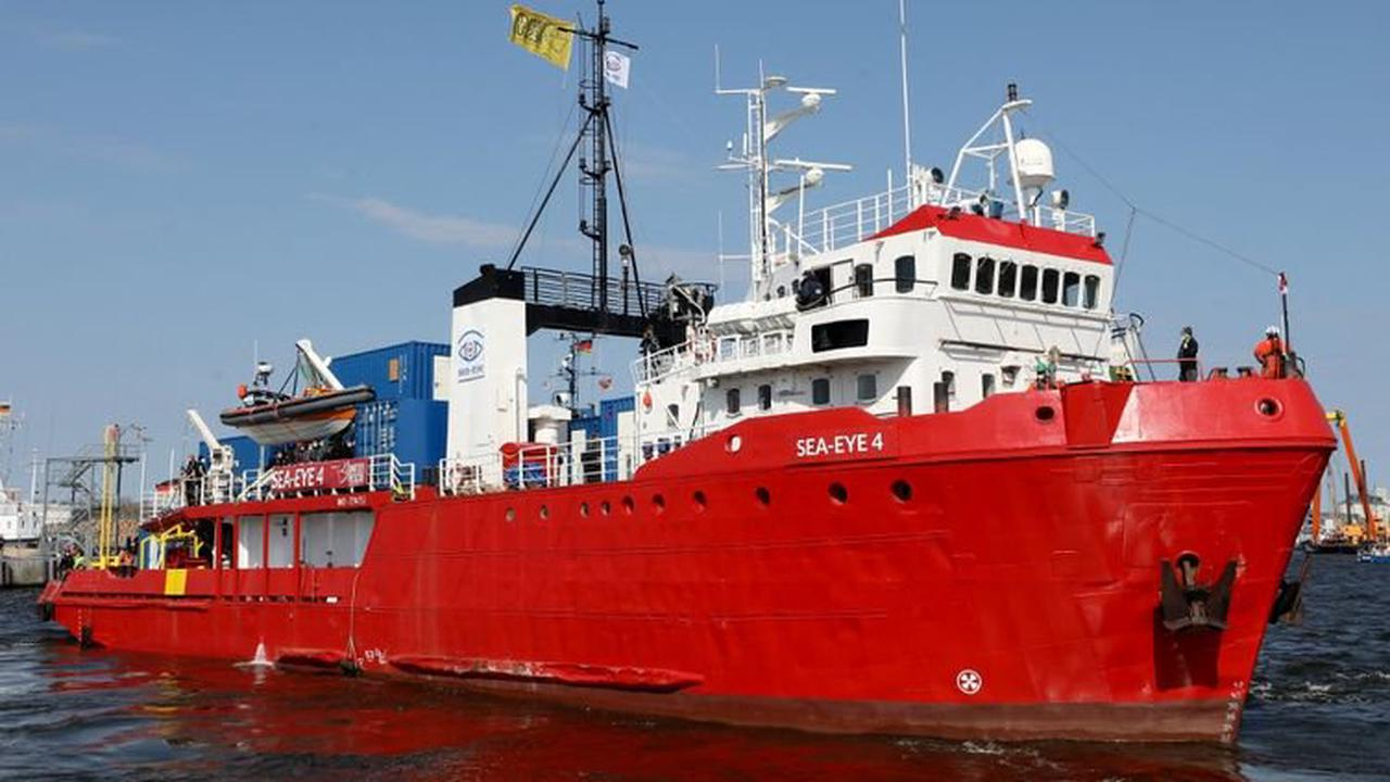 Migrants : les gardes-côtes italiens bloquent un navire de secours d'une ONG allemande