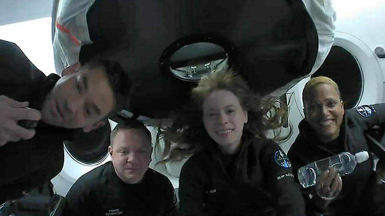 SpaceX : les quatre touristes de l'espace sont de retour sur Terre après trois jours en orbite