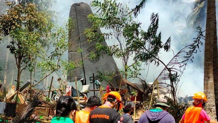 50 killed in Philippine military plane crash (Photos)