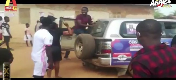 4e6be17bce595b27df6dcdf61697cfce?quality=uhq&resize=720 - Another NPP MP Sacked With Brooms By Angry Residents After He Went To Campaign Today