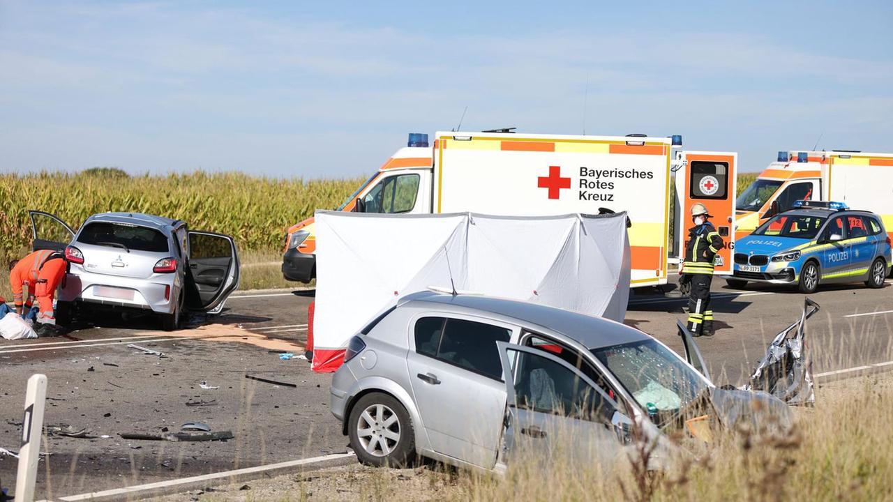 Schwerer Verkehrsunfall im bayerischen Mittelfranken: drei Tote, zwei Schwerverletzte