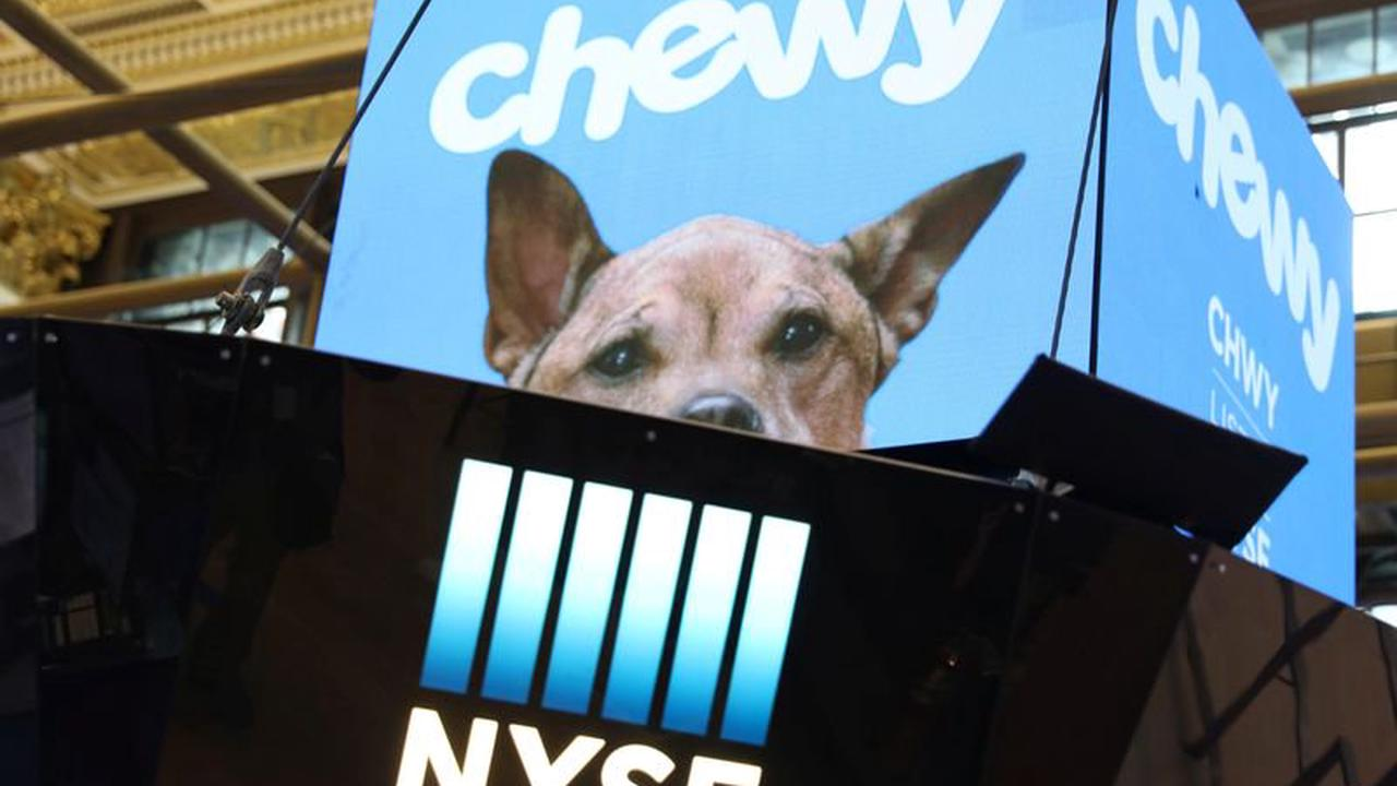 Chewy Falls Premarket On Labor, Supply Chain Worries By Investing.com
