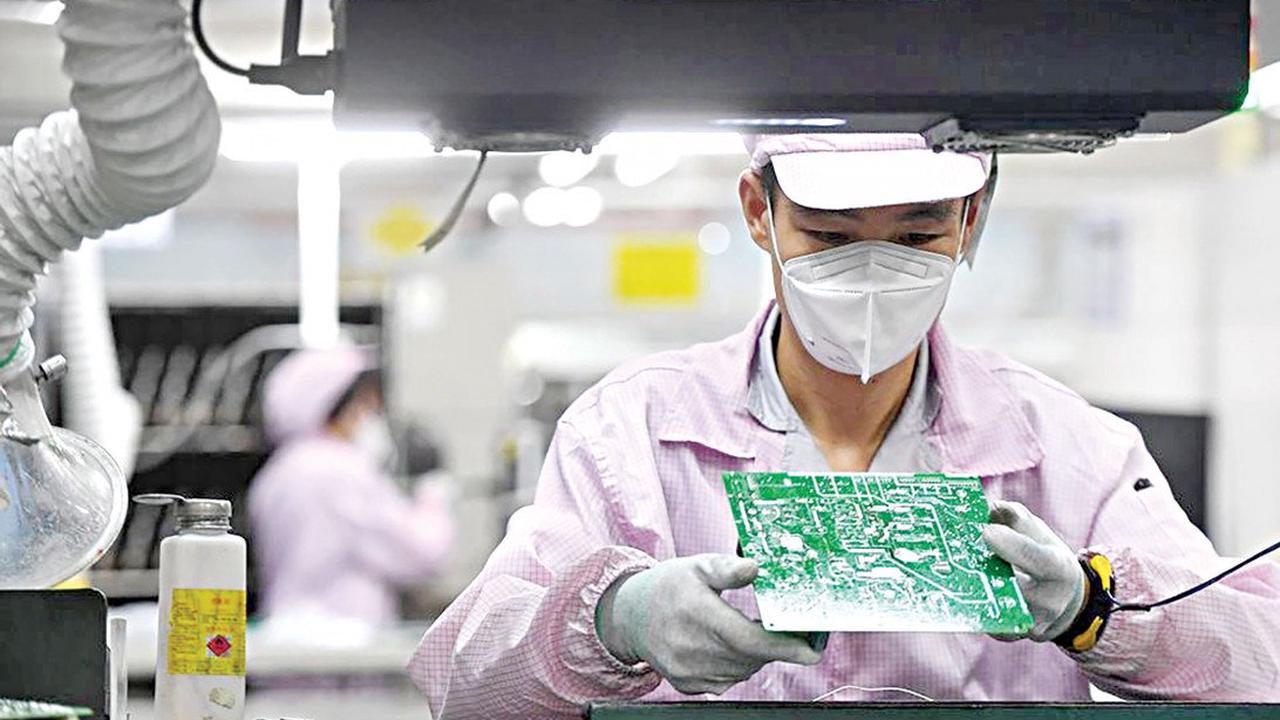 China's factories, retailers stumble on Covid disruptions