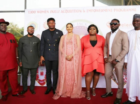 Check These Lovely Pictures Of Eniola Badmus With Other Celebrities