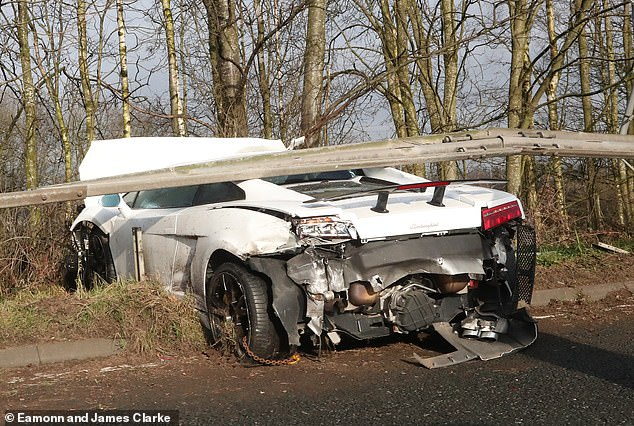 Man United goalkeeper Romero unhurt after crashing Lamborghini
