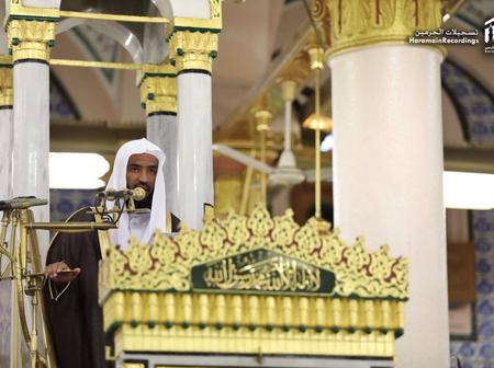Sheikh Abdullah leads Jumu'ah Prayers in Mecca earlier today (See photos)