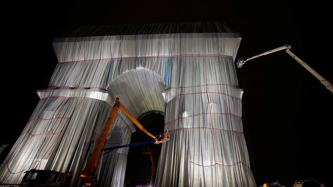 Christo-Verhüllung des Pariser Triumphbogens vollendet