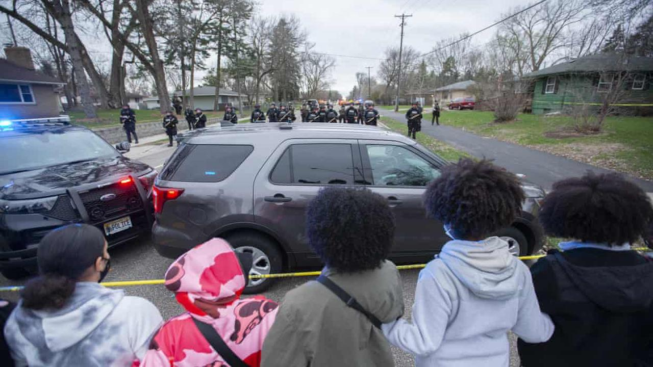 'They didn't have to kill him': anger and outrage as locals mourn Daunte Wright