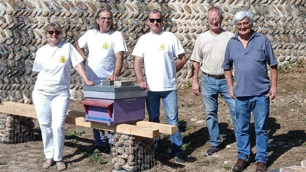 Saint-Bonnet-de-Chavagne. Le château de l'Arthaudière accueille des ruches pour les protéger de l'hiver