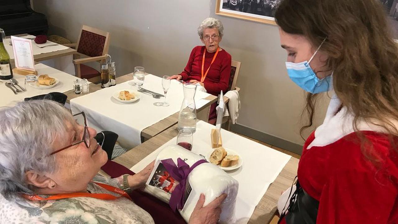 Covid-19 : des cadeaux et un repas de Noël différent pour des seniors, près de Mulhouse