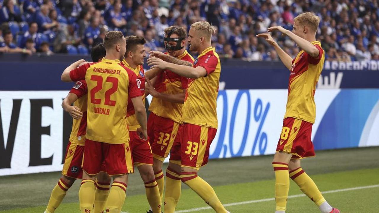 Auf Schalke: DSDS-Star Pietro Lombardi jubelt für Karlsruhe