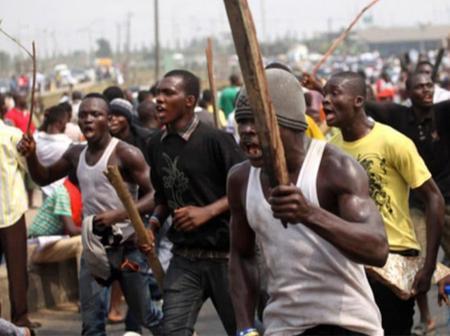Prisoners On The Run As Unidentified Gunmen Set Owerri Correctional Center Fire.