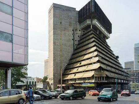 La Pyramide du Plateau se meurt