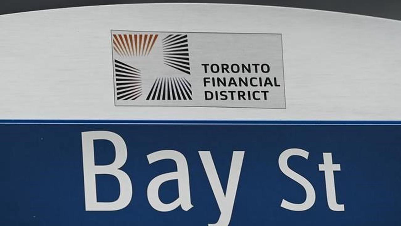 CANADA STOCKS-TSX gains on strength in material shares