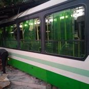 Yopougon Ananeraie : Un individu surgit de la nuit et brise les vitres d'un bus de la Sotra