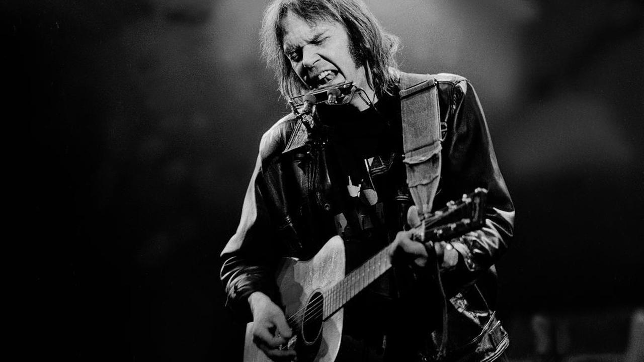 """Neil Young Announces Release of Live Album """"Way Down in the Rust Bucket"""""""