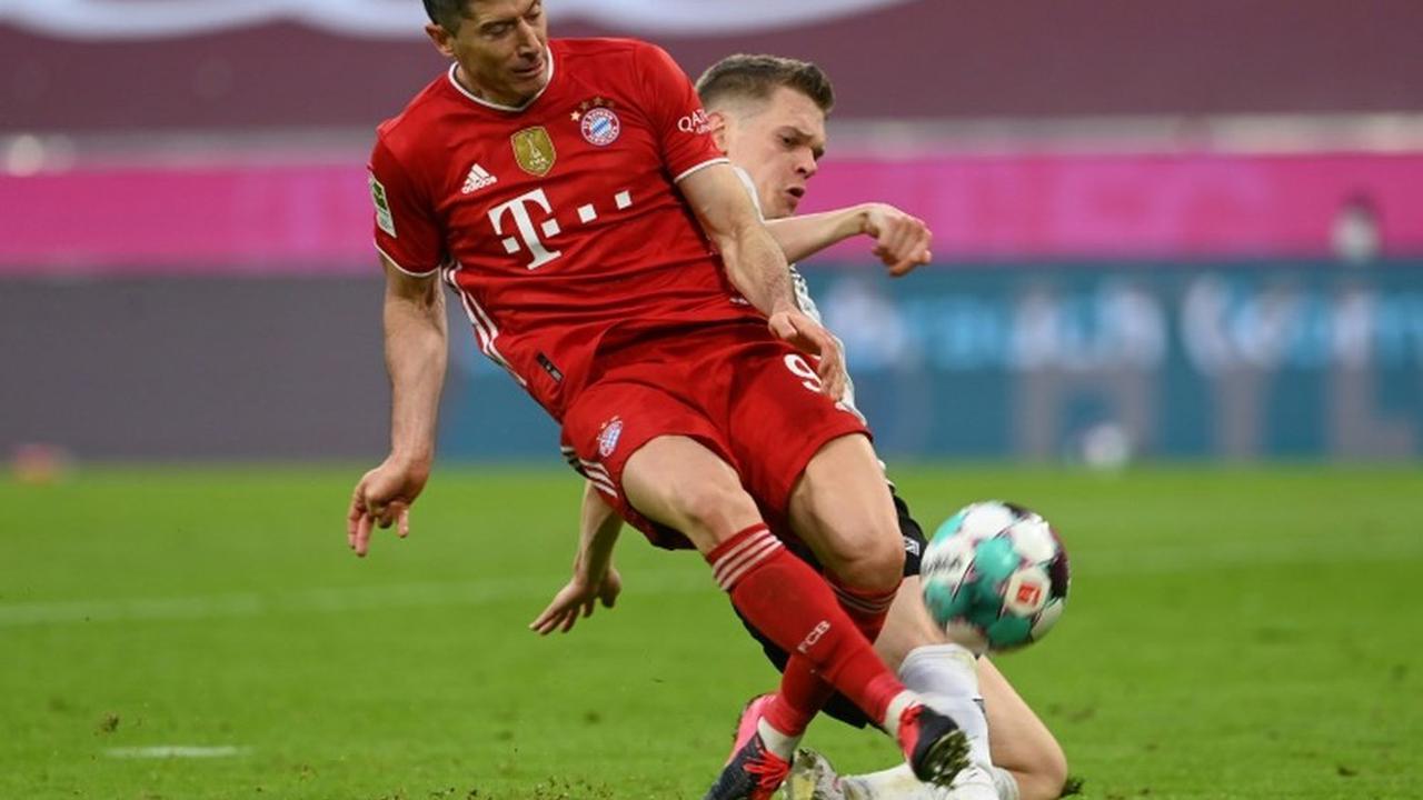 Bayern wait on record-chasing Lewandowski as top-four race hots up