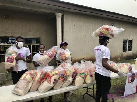 Burna Boy Gives Food Packs To Over 300 Families In Rivers