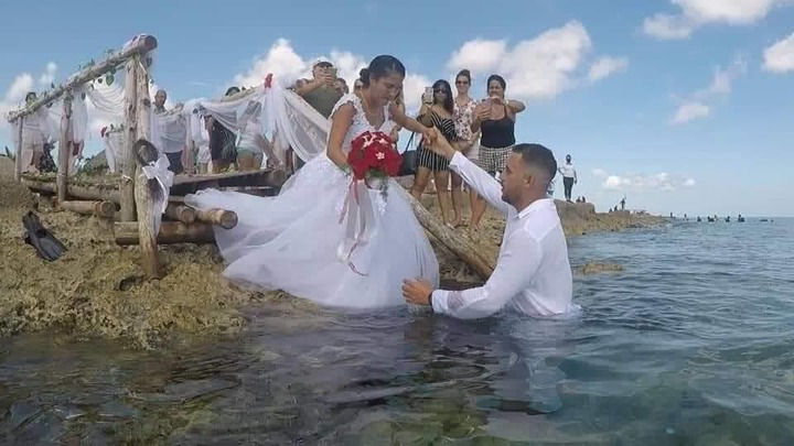 581ce2887ca09cf8d10f2ca735ad5ce3?quality=uhq&resize=720 - See Photos Of A Couple Who Had Their Wedding Under The Sea To Prevent Any Distractions(Photos)