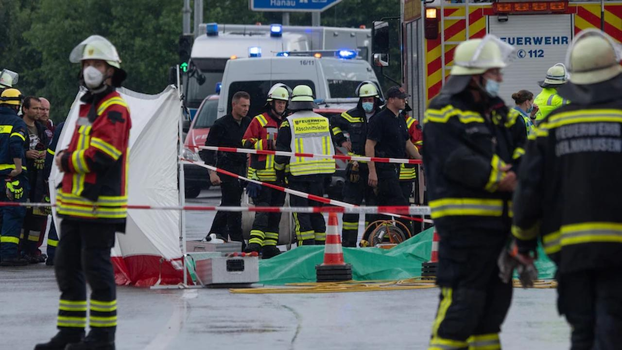 Leichtflugzeug stürzt in Büsche: Zwei Männer sterben